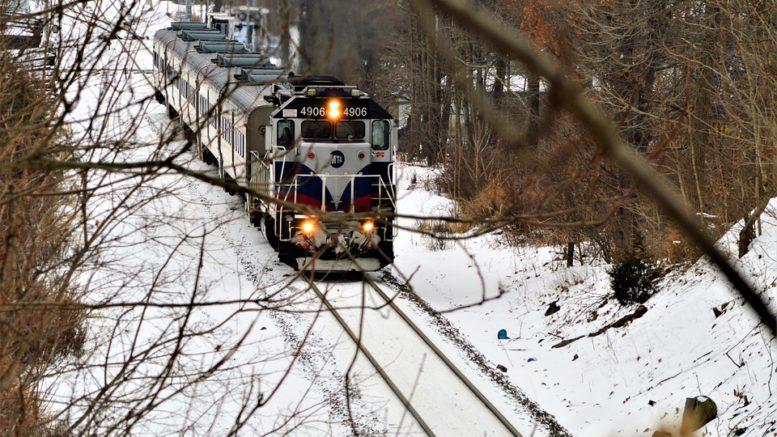 Vlak srazil dva lidi