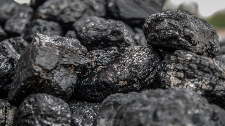 Obří skládka uhlí