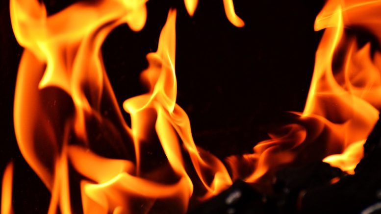 Pyrotechnika způsobila požár